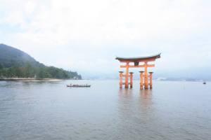 Grand Torii vu depuis Le sanctuaire Itsukushima-jinja