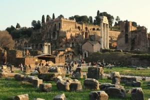 Forum romain au coucher du soleil